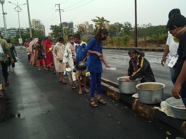Help shayamdevi matatrust serving food to needy people during lockdown
