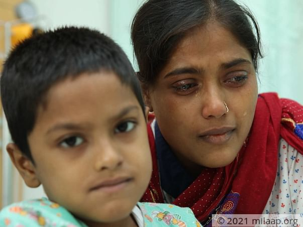 This Mother Has Begged On The Streets To Save Her Only Son From Cancer